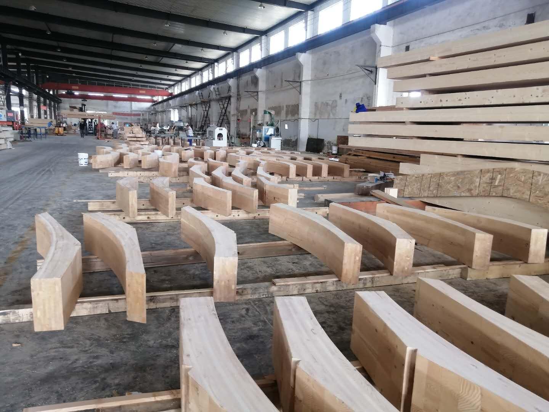 厂房里的弧形胶合木