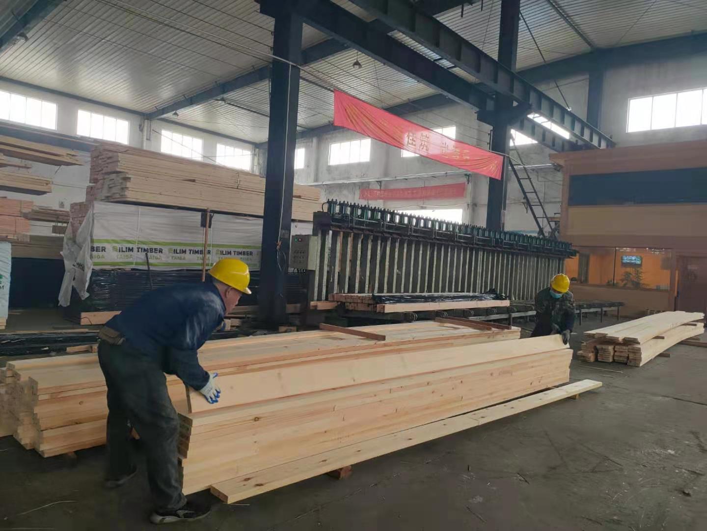 实拍车间胶合木生产
